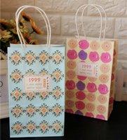 çanta hediye paketi kağıdı toptan satış-22x13x8 cm Kolu ile Kraft Kağıt Hediye Çantası 30 adet Gül Çiçek Şeker Çanta Düğün Takı Ambalaj Kağıt torba için