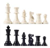 ingrosso scacchi internazionali-32 pezzi / set pezzi degli scacchi medievali / plastica completa scacchi internazionale gioco di scacchi di intrattenimento BlackWhite 64mm di alta qualità