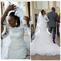 vestido modesto branco manga comprida venda por atacado-Laço do vintage Mangas Compridas Sereia Branco Vestidos de Casamento 2018 Sexy Em Camadas Babados Organza Modest Africano Vestidos de Noiva Do Casamento