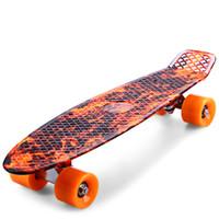 tablas de skate completos al por mayor-Monopatín de 22 pulgadas de impresión Flame Sport Skate Board Patrón Skateboard completo de múltiples colores Long Board Retro Cruiser Longboard