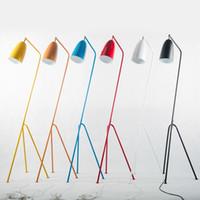 soporte de triángulo al por mayor-Lámpara de pie industrial minimalista moderna Lámparas de pie para sala de estar Iluminación de lectura Loft Hierro Triángulo Lámpara de pie Colorida