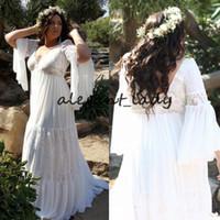 faldas de campana al por mayor-Vestidos de novia de Bohemia de manga larga de Bell 2019 Vestidos de novia de jardín de Boho con cuello en V de modest Plus Plus Tamaño falda de gasa fluida Boho