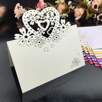 sitzplätze großhandel-Laser geschnittene Platzkarten mit Herzen Blumen Papier schnitzen Namenskarten für Party Tischdekoration Sitzplätze Platzkarten für Hochzeiten