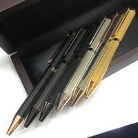 roter goldener stift großhandel-Berühmter Stift Geschenkstift Metall Gold / Roségold / Silber / Schwarz karierte rote Holzbox Kugelschreiber Klassischer Luxus A-P