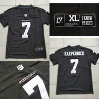 football jerseys toptan satış-COLIN KAEPERNICK 7 IMWITHKAP JERSEY Ben KAPI ILE KADIN Erkekler Kadınlar Gençlik Futbol Forması Siyah Beyaz Çift Stiched İsim Numarası