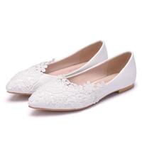 ingrosso scarpe da sposa sposa bianche piatte-Nuove belle donne di colore bianco Appartamenti in pizzo Fiori scarpe da punta scarpe da sposa eleganti scarpe da sposa Plus Size bellissimi appartamenti fatti a mano