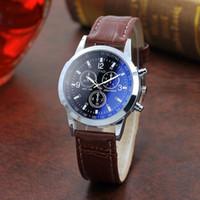 reloj analógico romano al por mayor-Relojes para hombre Números romanos Reloj de pulsera de cuarzo analógico de cuero de lujo azul para hombres Reloj rápido gratuito
