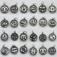 ingrosso segni zodiacali metallici-1pc assortiti in acciaio peltro Zodiac Charms Dodici Constellations in metallo segno pendente Monili all'ingrosso moneta