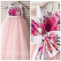 vestido de lazo con lazo atrás al por mayor-2018 Vestidos lindos de una línea de flores para niñas Falda de tul rosa Vestidos de fiesta de desfile de chicas formales con lazo en la espalda Fiesta de cumpleaños de cinta para niños