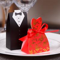 gelin elbisesi hediye kutusu toptan satış-Damat Smokin Elbise Kıyafeti Deisgn Kurdele ile Düğün Hediyeleri Durumda Düğün Favor Şeker Kutusu Parti Dekor