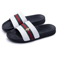 sandales de plage chaussures pour hommes achat en gros de-Marque de luxe Little Bee Designer Hommes D'été Sandales En Caoutchouc Beach Slide Mode Brouillons Pantoufles Chaussures D'intérieur 8717