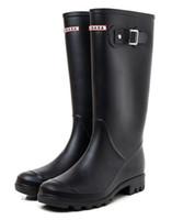 2018 NUOVE Donne RAINBOOTS moda stivali da pioggia alti Al ginocchio alti stivali  da pioggia impermeabili Stivali da pioggia in gomma scarpe da acqua ... 190b741e652