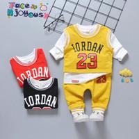 ingrosso giacche per neonati-Autunno Bambini Boy Clothes 3pcs Tuta per ragazzi Sport T Shirt Tops + Vest + Pants Cartoon lettera Baby Suit Baby Abbigliamento Set