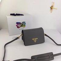 torba bölmeleri toptan satış-2018 yeni bayanlar çanta metal yazı logosu manyetik toka açılış ve kapanış üç iç bölmeleri ve bir fermuarlı çanta