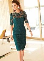 klasik yeşil diz boyu elbise toptan satış-Yeşil Dantel Kılıf anne Gelin Elbiseler 2019 Yeni Jewel Boyun Çizgisi Diz Boyu Mütevazı Yarım Kollu Düğün Konuk Elbiseleri Örgün Törenlerinde M020