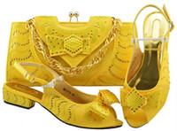ingrosso tacchi gialli di gattino-Le scarpe gialle del gattino del gattino delle donne calde di vendita con la borsa del cristallo di rocca del bowtie per il vestito mettono insieme la borsa della partita delle scarpe africane MM1075