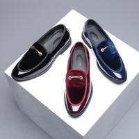 erkek için ofis rahat ayakkabılar toptan satış-Patent deri resmi ayakkabı erkekler metal dekorasyon erkek ayakkabı rahat kadife loafer'lar ofis ayakkabı erkekler sapato masculino sosyal herren schuhe