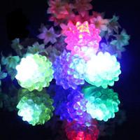 açık çilek toptan satış-LED Yanıp Çilek Parmak Yüzük Bar Oyuncaklar Light Up Elastik Kauçuk Yanıp Sönen Halka Balo Parti Noel Hediyesi için E1676