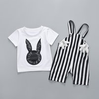 ingrosso coniglio le ragazze t-shirt-Cute Rabbit Print T-shirt bianca + Bavaglino a righe Due pezzi Set Baby Girl Girl copre il giorno dei bambini Regalo all'ingrosso Abbigliamento per bambini