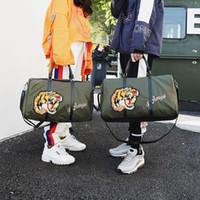sacs de messager macbook achat en gros de-Tiger Duffle Bag broderie tête de tigre Grande Capacité Sport Gym Gym Messenger Sacs de Voyage Daypack femmes Hip-Hop Yoga sacs de stockage de sac