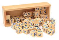 ingrosso blocchi di alfabeti-Apprendimento Giocattoli di legno Cubo scatola educativa Puzzle di faggio Block prescolare Gioco Edificio Alfabeto 60pcs lettera quadrato 1 scatola