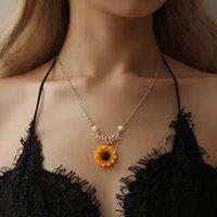 56cm kolye toptan satış-Alaşım Ayçiçeği Sarkık Kolye 56 cm Uzunluk Taklit İnci Dekor Gümüş Altın Güzel Zincir Kolye Kadın Charm Hediyeler Bırakır