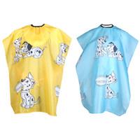 ingrosso salone dei capelli del cane-1pcs giallo / blu cane cartone animato per bambini parrucchiere capo vestiti acconciatura copertura parrucchiere barbiere parrucchiere taglio dei capelli panno