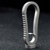 ingrosso disegni anelli freschi per gli uomini-nuove donne uomini cool design semplice molto maneggevole TC4 titanio chiave di utilità Fibbia Portachiavi campeggio esterna gadget antiruggine edc portachiavi
