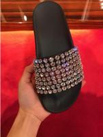 zapatos de diamantes sexy al por mayor-18ss última marca de la moda Logo deslizadores de goma negro plano mujeres sexy holgazán Hotsale zapatillas de destello al aire libre zapatillas de diamante con imagen real