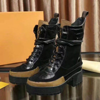 ingrosso stivali di slipper della caviglia-2018 cinturini alla moda a tre colori invernali nuovi stivaletti Martin in pelle di vacchetta femminile stivali da moto in pelle moda pantofola taglia 35-41