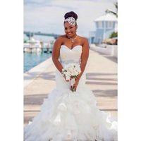 organza artı boyutu elbiseler toptan satış-Muhteşem Fırfır Organze Mermaid Artı Boyutu Gelinlik Afrika Katlı Boncuk Kanat afrika Ülke Gelin Kıyafeti Tren Gelin Elbise Özel