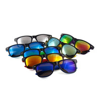 moldura de moda venda por atacado-Moda Óculos De Sol De Plástico Homem E Mulheres Ao Ar Livre Protetor Solar Óculos de Marca Designer de Óculos Cor Filme Molduras de Imagem 5 69 hk Ww