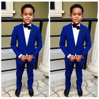 mavi düğün takımı toptan satış-2019 En İyi Satış Yakışıklı Ceket Pantolon 2 Parça Set Kraliyet Mavi Erkek Çocuklar için Düğün Yemeği Resmi Takım Elbise Çocuklar Smokin
