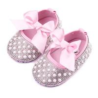 zapatos de vestir de perlas de las niñas al por mayor-Nueva Baby Girl Dress Shoes Shinning Pearl Cloth Big Bowknot First Walker Zapatos para niños pequeños Banda elástica antideslizante Suela blanda 0-12 meses B11