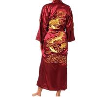 çince nakış elbisesi toptan satış-Sıcak Satış Bordo Çin Erkekler İpek Saten Robe Yenilik Geleneksel Nakış Ejderha Kimono Yukata Banyo Kıyafeti Boyut M L XL XXL XXXL