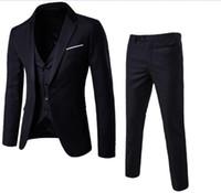 ingrosso i migliori vestiti di disegno del cappotto-Nuovi Abiti da uomo Smoking dello sposo Groomsmen Wedding Party Dinner uomo ultimi pantaloni cappotto disegni Best Man Suits (Jacket + Pants + Vest)