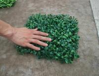 ingrosso impianto di boxwood-Erba artificiale stuoia di legno del bosso di stuoia di plastica Erba di Milano per la decorazione di nozze domestica del giardino Piante artificiali 50pcs / lot