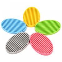 jabón de plato libre al por mayor-Nuevos jaboneras de silicona Soportes de jabón de baño de moda Elementos de baño de diseño antideslizante de drenaje de agua multicolor Envío libre