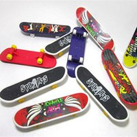 Wholesale party favors sports - Mini Finger Skateboard Fingerboard TOY Kid finger sport Scooter Skate Party Favors Educational Gift Toys HH7-1113