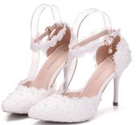 sandalias de tacón de flores blancas al por mayor-Elegantes perlas de encaje de la boda zapatos de novia para la novia flores sandalias de diseño 9 CM tacones altos punta estrecha blanco rosa envío gratis de alta calidad