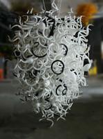 lustres brancos venda por atacado-Barato Alto Teto Preto e Branco Pendurado Lâmpada Luxuoso Villa Iluminação Francês Cristal Antigo Vidro Lustre Contemporâneo