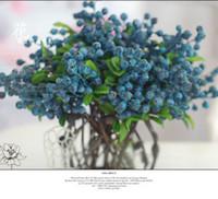 ingrosso piante di mirtilli-10pcs mirtillo decorativo frutta bacca fiore artificiale fiori di seta frutta per la cerimonia nuziale decorazione della casa piante artificiali