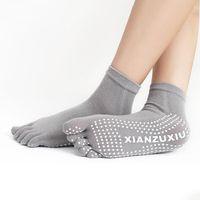 calcetines de yoga punto al por mayor-Calcetines de los pies de las mujeres Yoga Calcetines de baile de gimnasia Ejercicio cinco dedos Calcetines antideslizante masaje accesorios de fitness puntos calientes