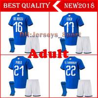 italien-kit trikot großhandel-Italien maillot de foot 2018 Erwachsene Kits + Socken Fußball Trikot CANDREVA CHIELLINI EL SHAARAWY BONUCCI
