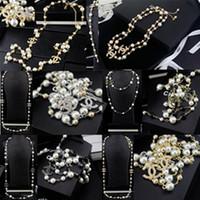 collar de perlas de rubí al por mayor-Carta de metal de moda collar de diamantes cadenas de perlas de lujo collares de alta calidad diseño de la marca carta perla collares joyas con caja