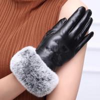echt c großhandel-HOT mit Logo C Echtlederhandschuh mit Kaninchenhaar schwarz Touchable Handschuh gute Qualität keine Geschenkbox (Anita)