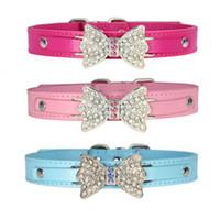 blaue leder hundehalsbänder groihandel-Strass Bowknot Anhänger Pet Leder verstellbarer Kragen für Hund Katze S M L XL Rosa Rose Rot Blau zur Auswahl
