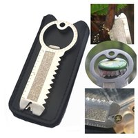 anillo multifunción al por mayor-Multifunción Gadgets Outdoor Camping Tool Abrebotellas de acero inoxidable / Unidades de tornillo / Rap Saw / Pry / Gobernante / Llavero / Prolongador NNA213