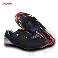 триатлон на углеродном велосипеде оптовых-Ultralight Road Cycling Shoes Carbon Fiber Breathable Road Bike Slef-locking Bicycle Shoe Men Athletic Triathlon Racing Sneakers
