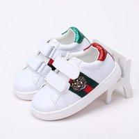 d6d5ea9ba8 2018 Verão Menina Sapatos Brancos Novos Padrão Crianças Sapatos de Placa  Maré Tendência Cabeça de Tigre Impressão Sapatos de Couro Genuíno das  Crianças